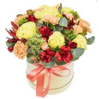Цветы в коробке с гвоздиками